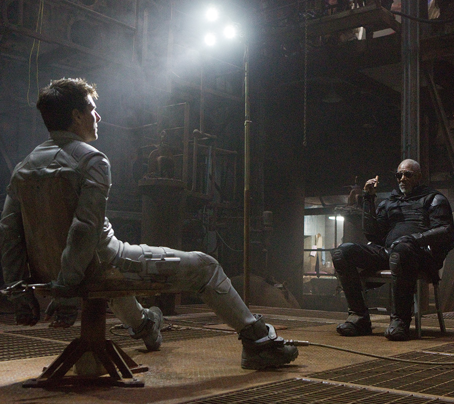 Tom Cruise and Morgan Freeman in Oblivion