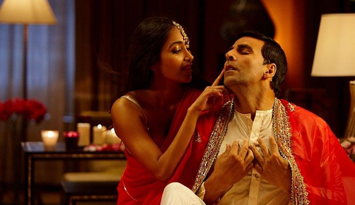 Jiah with Akshay Kumar in Housefull (2010)