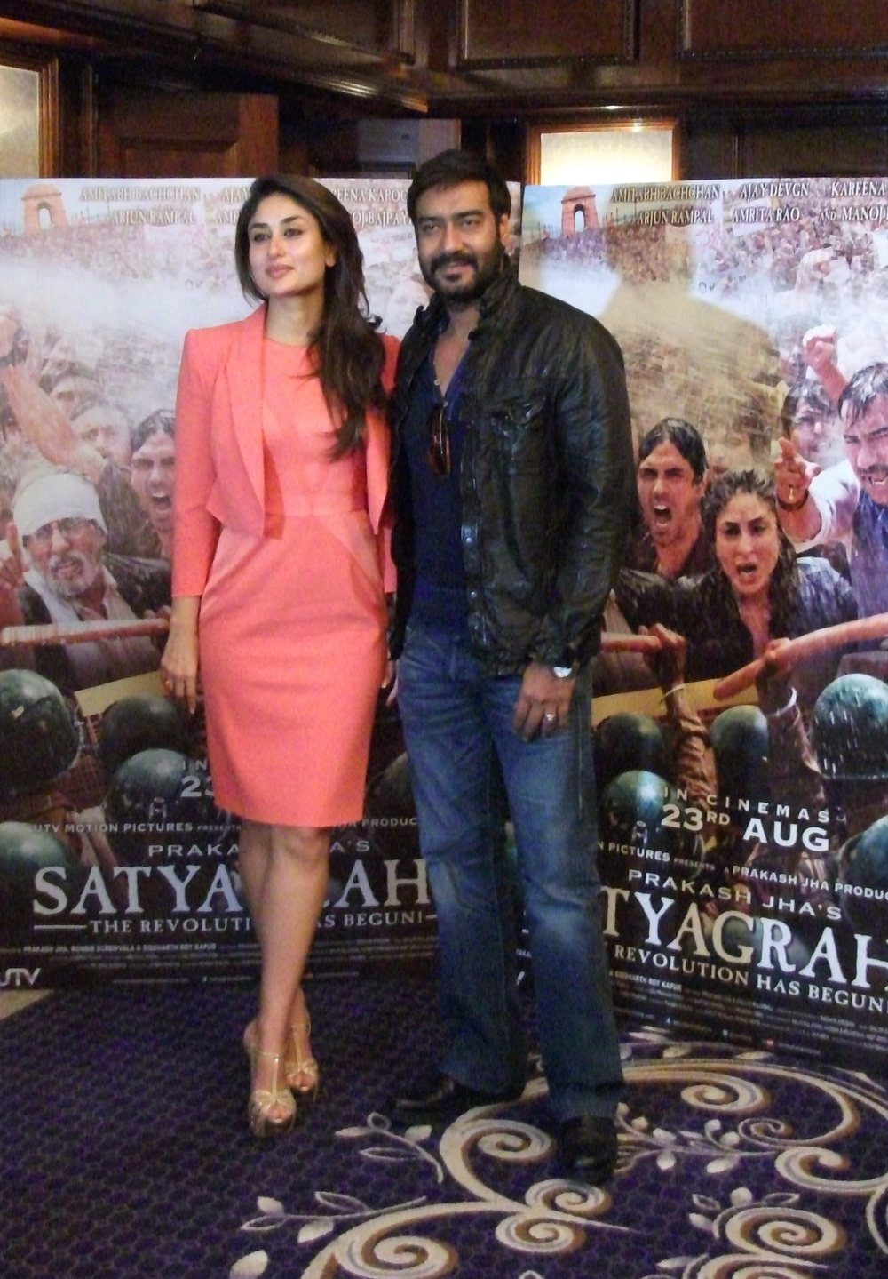 Kareena Kapoor & Ajay Devgn 2.jpg
