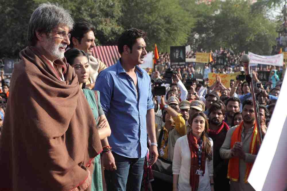 Amitabh Bachchan, Arjun Rampal, Ajay Devgn, Kareena Kapoor and Amrita Rao in  Satyagraha