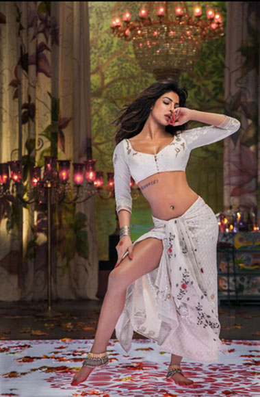 Priyanka scorches in an item number in  Ramleela