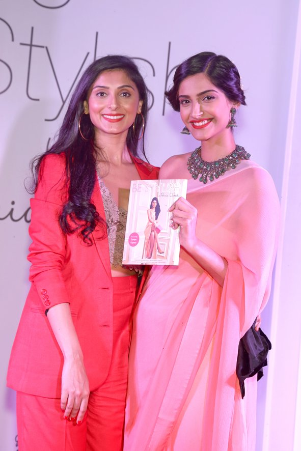 Pernia Qureshi and Sonam Kapoor