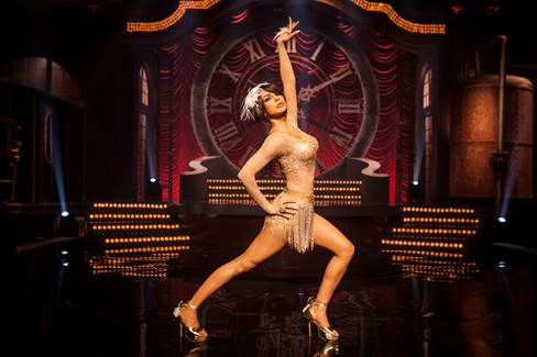 Priyanka sizzles as a cabaret dancer in  Gunday