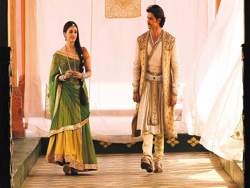Jodhaa Akbar  (2008)   This Ashutosh Gowarikar epic unfolded at a leisurely pace, but what stood head and shoulders above the film was Hrithik's turn as the Muslim Mughal Emperor Akbar the Great, which won him several well deserved gongs at subsequent award ceremonies. In the film, Hrithik looked, walked, fought and talked like the royalty he was supposed to be playing and this is by far one of my favourite performances of his in recent times.