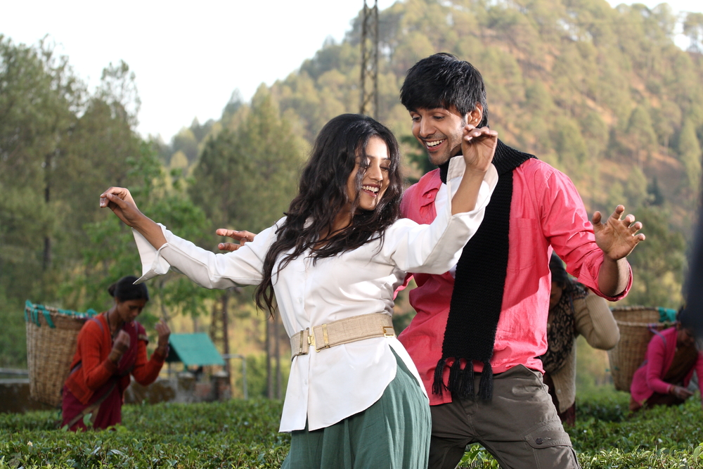 Kartik Tiwari and Mishti in  Kaanchi