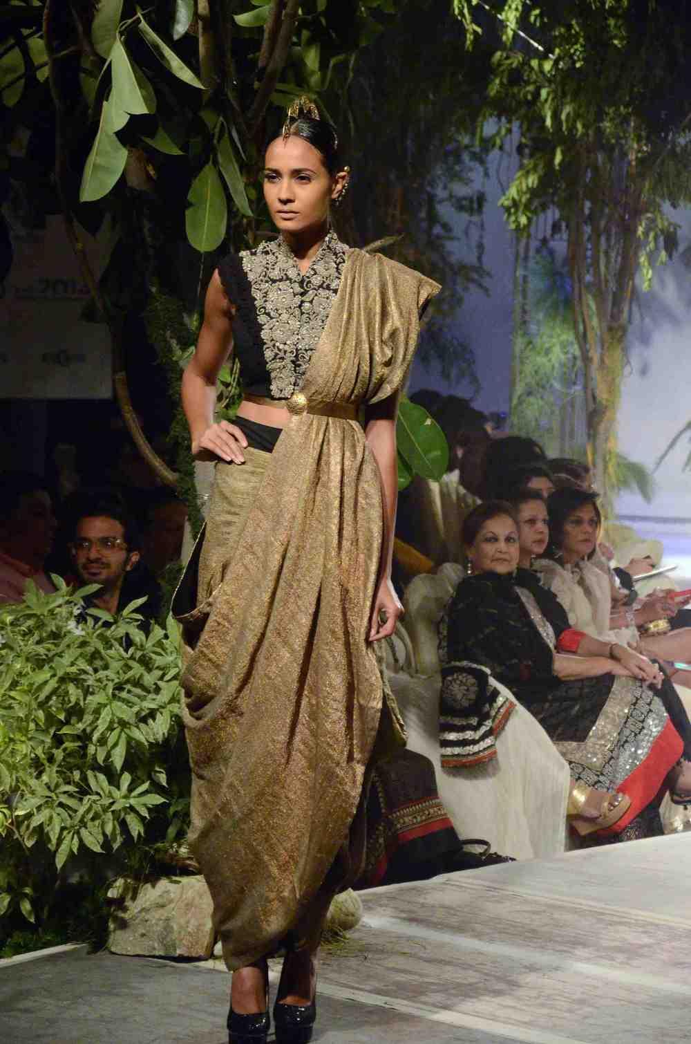 Anamika Khanna 1.jpg