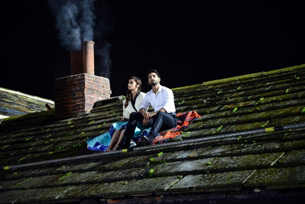 Shahid-Alia romance on the rooftops in  Shaandaar