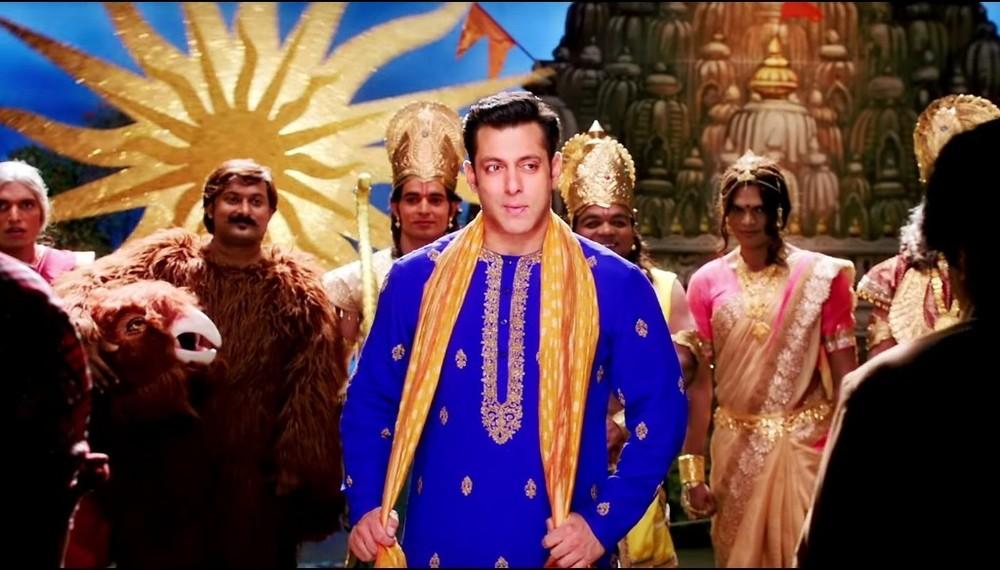 Salman rescues  Prem Ratan Dhan Payo