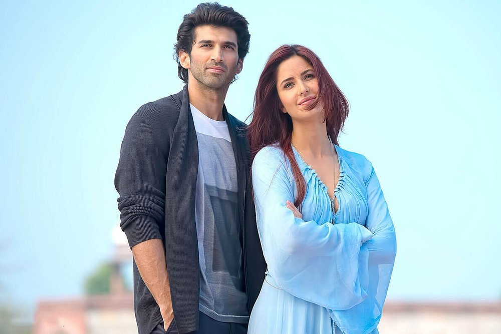 All smiles: Aditya-Katrina in Fitoor