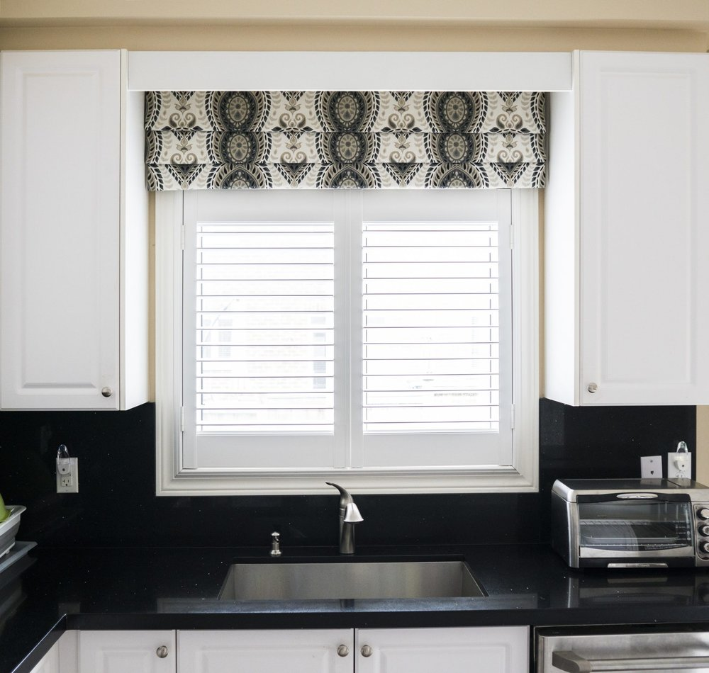 denise-ashmore-faux-roman-shade-valance-kitchen-1.jpg