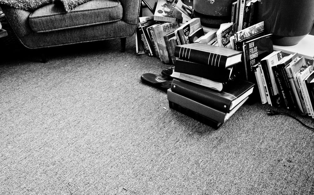 Con Tus Libros, En Tu Sala, y tu ni por las curvas