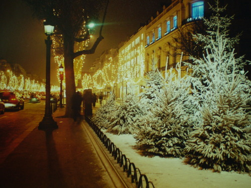 paris+christmas+night+snow+brettVdesign