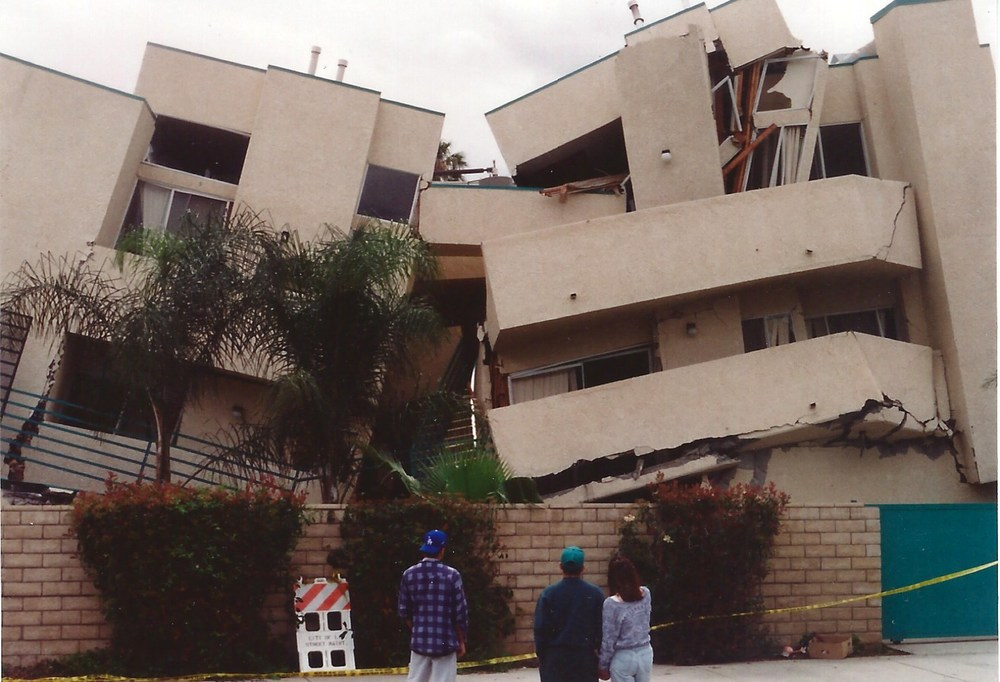Random Building, San Fernando Valley - Northridge Earthquake (photo by Gary)