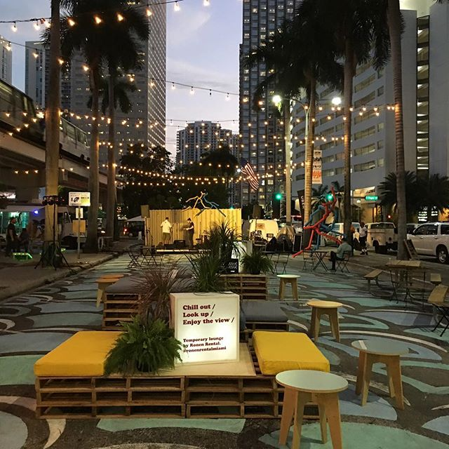 We are so happy to be part of @biscaynegreen a month long project that is transforming this area in downtown to an active, green, pedestrian friendly space with free events and entertainment. Our pallet lounge is set and ready for guests to grab a drink and enjoy the experience 🍺🌮🏢