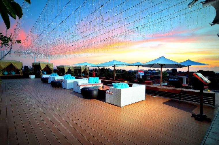 THE 1O1 ROOFTOP, Dine & Music Lounge