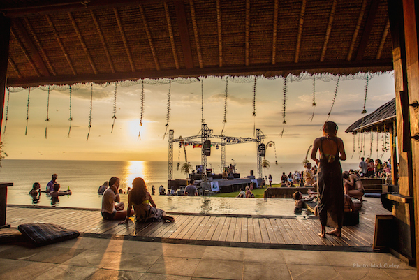 Uluwatu Surf Villas hosting a Xavier Rudd concert to raise money for Project Clean Uluwatu. Photo by @mick_curly_photo