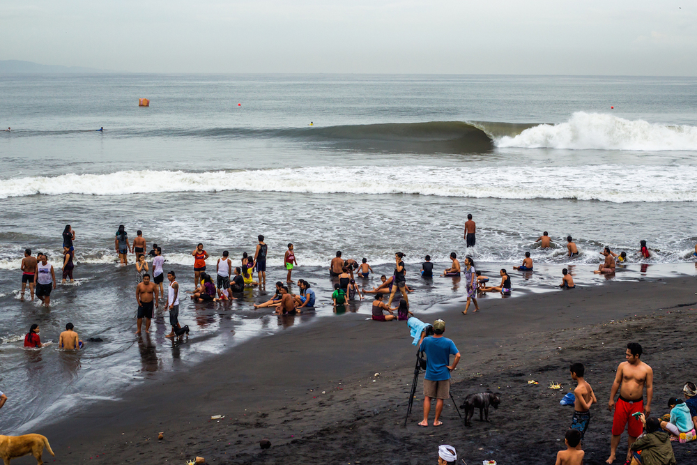 Local family's take a dip in front of what may be the best stage for a surf contest on the wsl qualifying schedule this year.PhotoHampositive