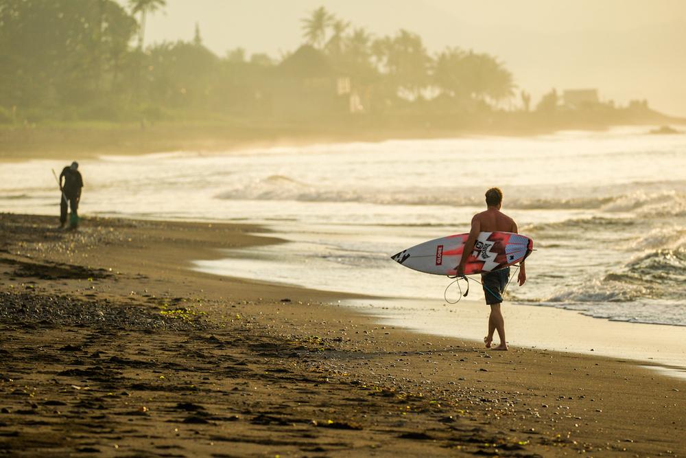 Taj Burrow pre heat walk, taking on all the Beauty Bali's east coast has to offer.PhotoHampositive