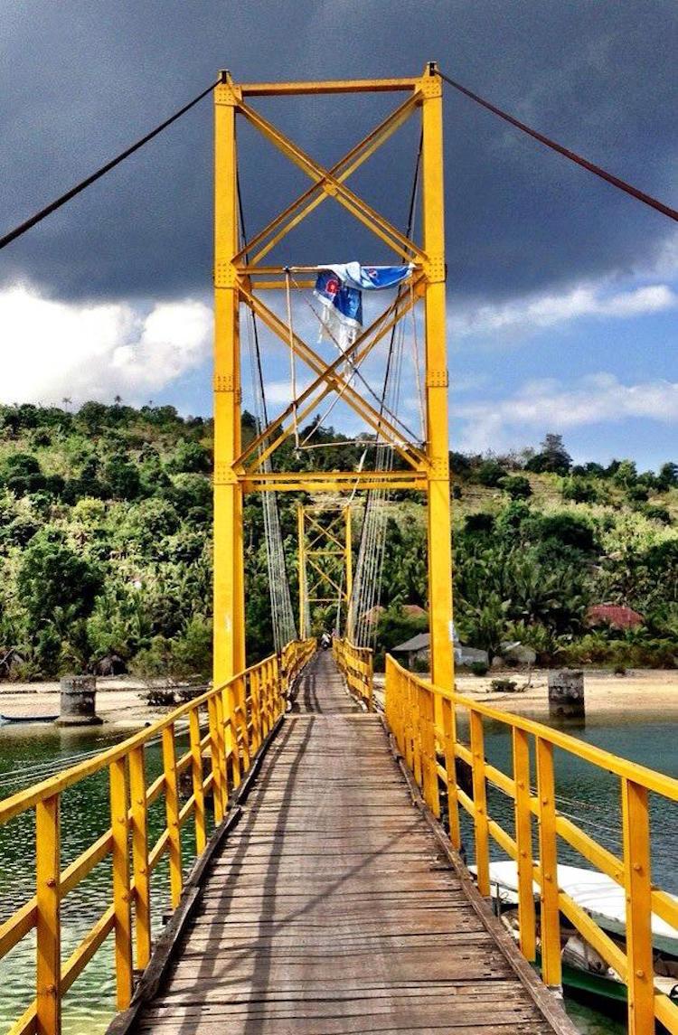#7 Susension Bridge between Nusa Lembongan and Nusa Cenigan.jpg