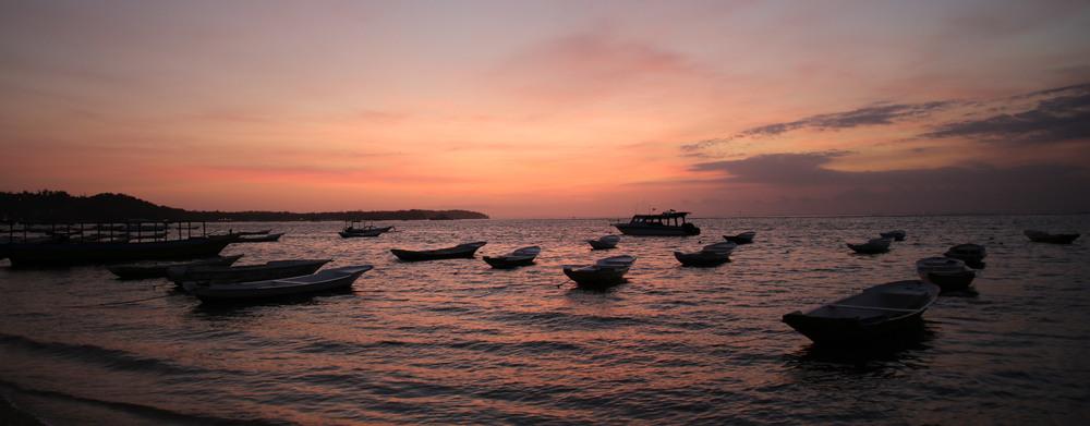 Nusa-Lemongan-Boats.jpg