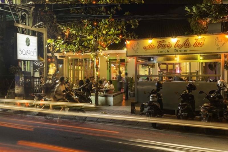 Saigon Street.jpg