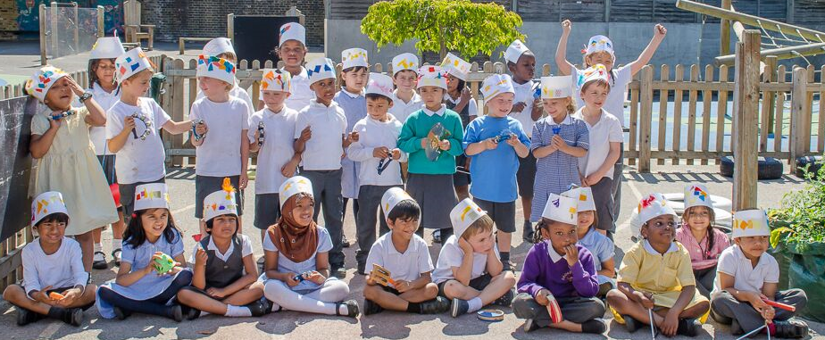 Broadwater Primary School wearing their paper crowns for a CLASS PHOTO.  (Photo by Emerson Wimsey)
