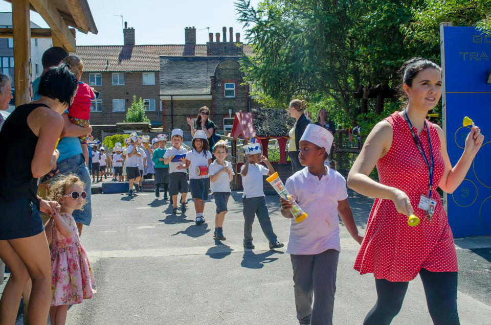 Broadwater Primary School pupils showing off their new headgear in a musical parade. (Photo by Emerson Wimsey)