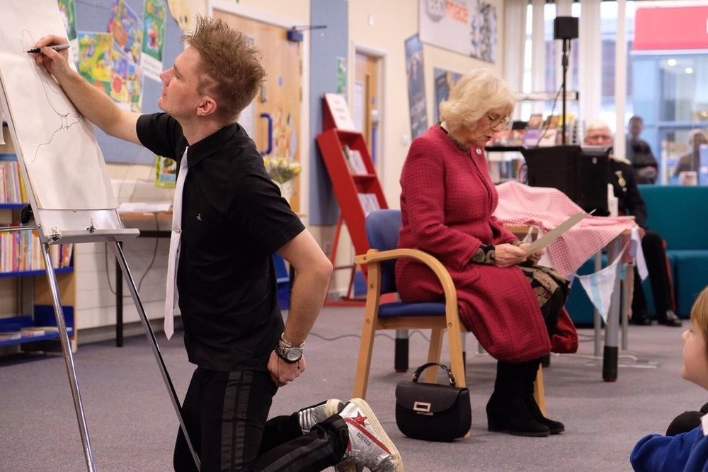 Steve live drawing to HRH The Duchess of Cornwall's recital of 'Come Into the Woods' by Alfred William at Swindon North Library with National LIteracy Trust, for their 'Lost Words' event.