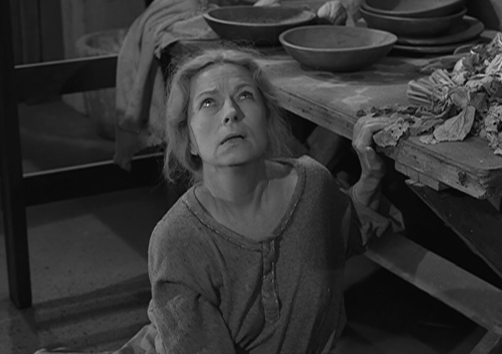 Agnes Moorehead in The Invaders