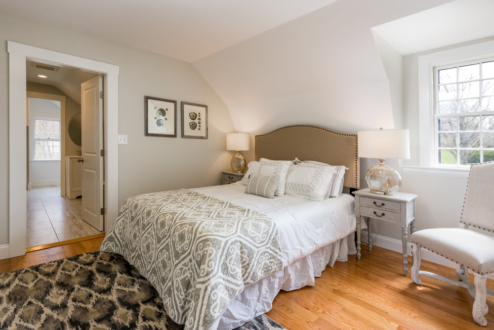 272LincolnStreet-MasterBed1-LoRes.jpg