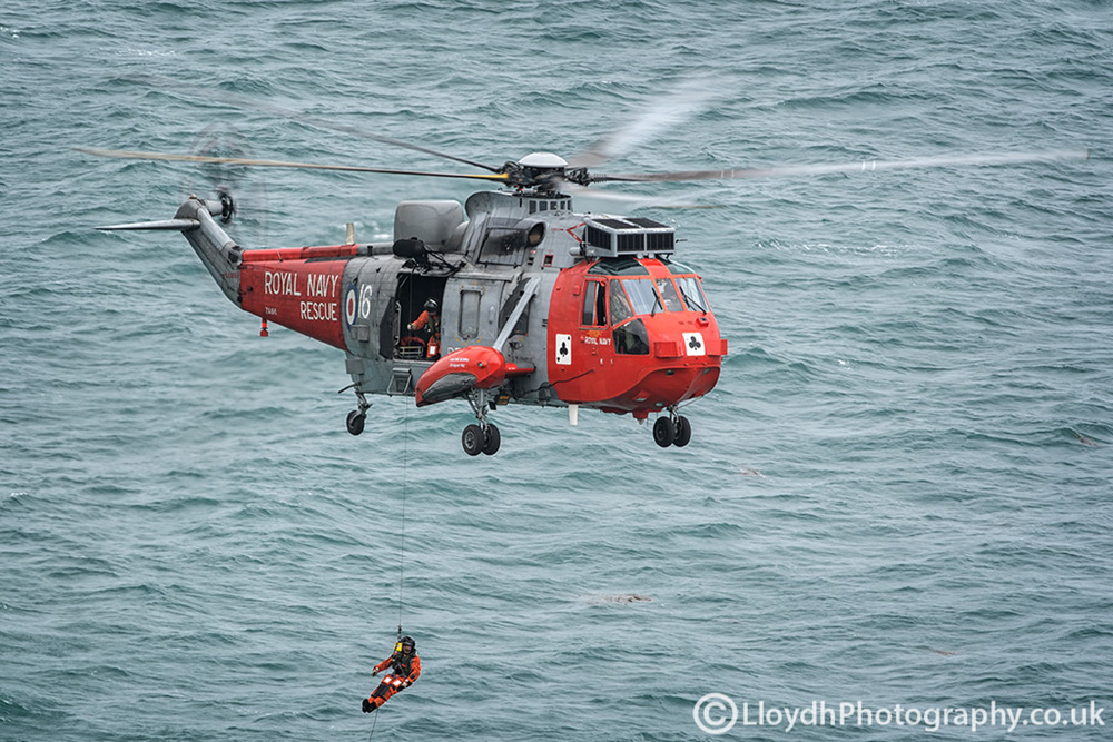 771 NAS Sea King Mk5 as the crew demonstrate a 'put out' over the ocean.