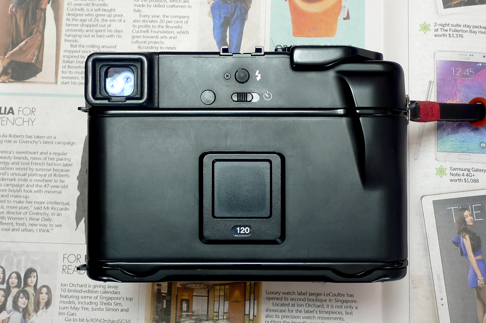 Mamiya 6 back - Memo clip, Viewfinder, Self-timer lever, PC sync connector and Thumb rest