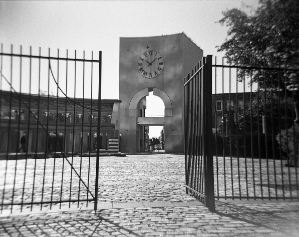 Like Clockwork | Holga 120GN | Kodak Tri-X | Miguel Peralta