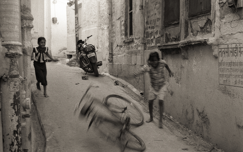 Old Town Jodhpur | Minolta XD7 Rokkor 58mm 1.4 | Kentmere 400 | Tristan Aitchison
