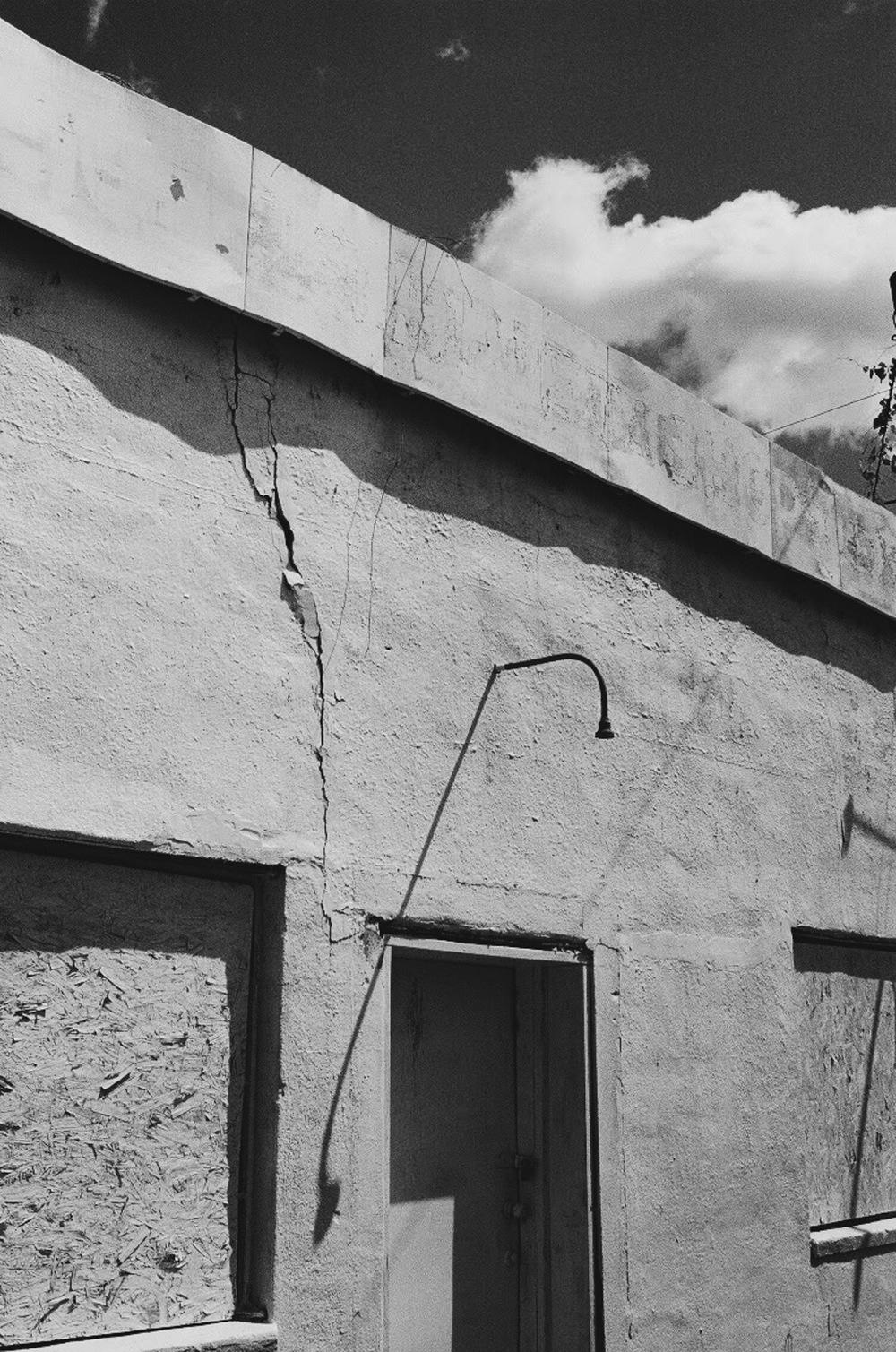 Light | Minolta SRT200 2.8f Celtic 35mm | Robert Piretti