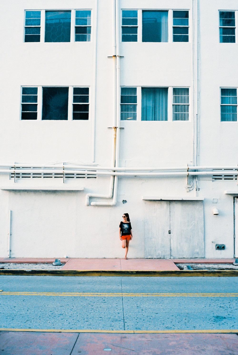 Across the street | Miami, USA |Voigtländer Bessa R3M | Voigtländer 35mm f/1.4 Nokton Classic