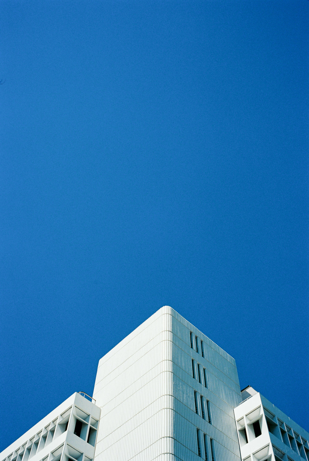 Blue Corners in Miami | Voigtländer Bessa R3M | Nokton 35mm 1.4 SC | Kodak Ektar 100