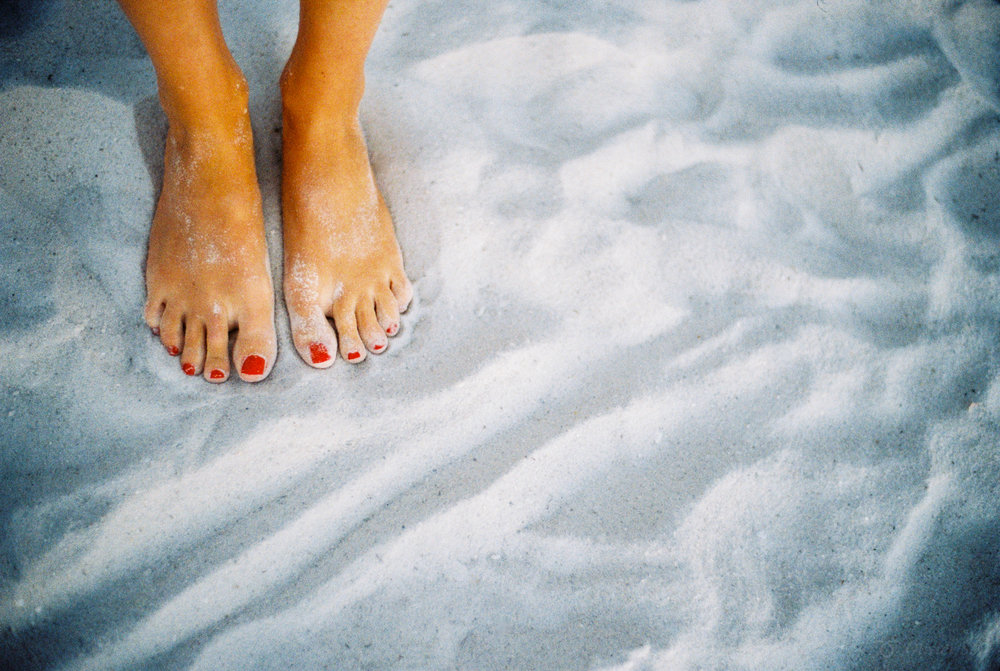 Toes in the the Sand, Naples | Voigtländer Bessa R3M | Nokton 35mm 1.4 SC | Kodak Gold 200