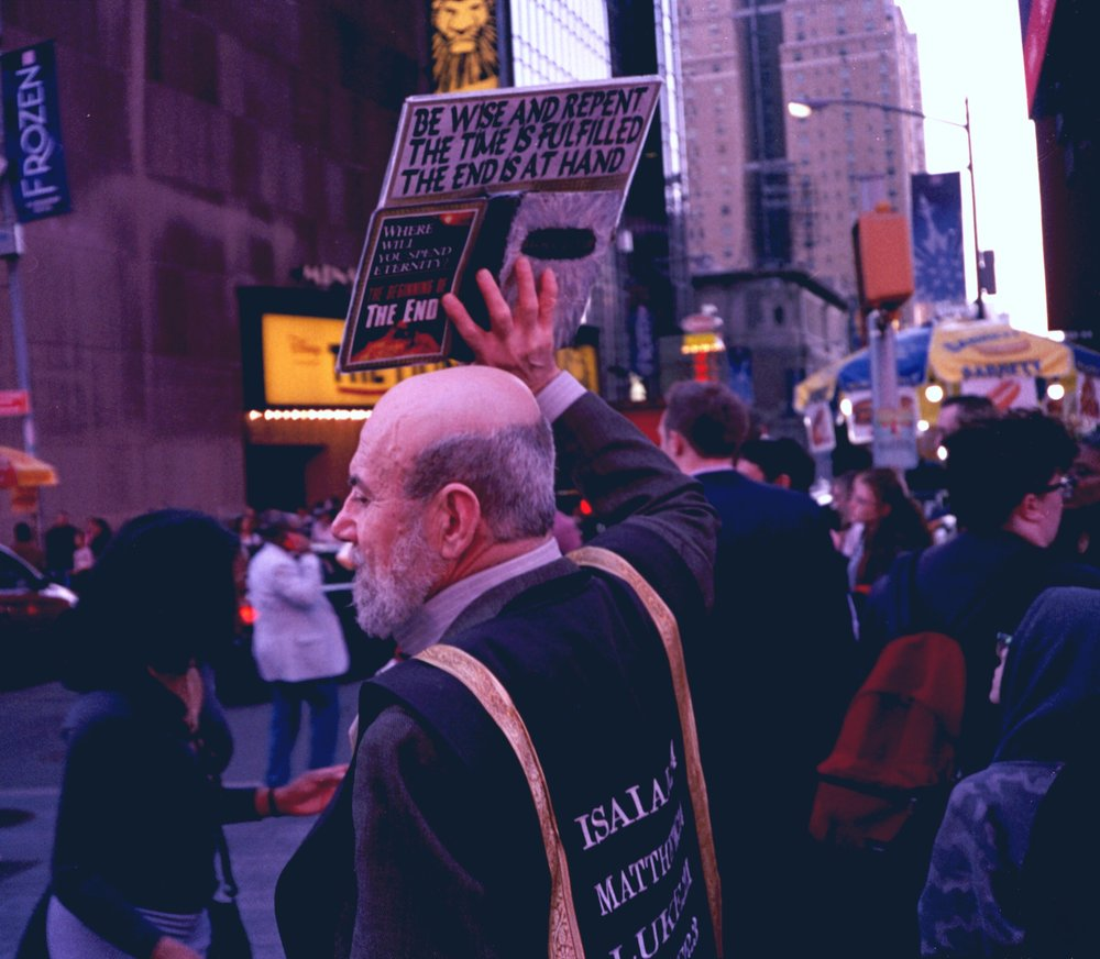 Readers, Religious. Midtown Manhattan