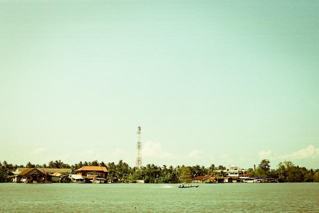 T  apee River, Surat Thani, Thailand   / Nikon N8008 / Fujifilm C200