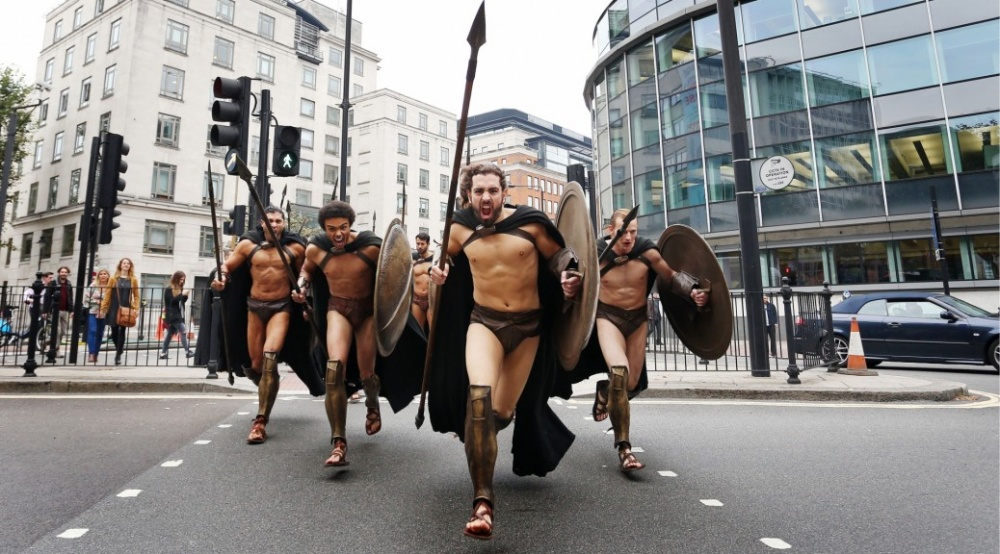 300-spartans-at-the-london-underground-coolest-flashmob-artnaz-com-12.jpg