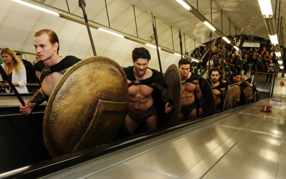 300-spartans-at-the-london-underground-coolest-flashmob-artnaz-com-2.jpg