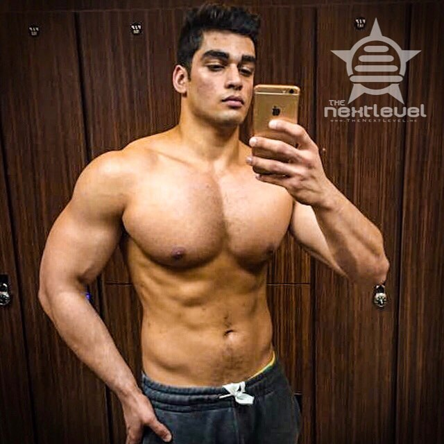 #Offseason goes well for @bhaduakshay of the #Spring2017Team, who used the #natureal #anabolic #slingshot that occurs after a #bodybuilding competition to pack on more #muscle than he has ever developed.  Many are skeptical that #massive #gains can be achieved by #drugfree methods. But the reality is consistency, passion, and constant learning are the primary tools to develop the #bodybuilder #aesthetic #physique.  And also #ThePowerOfTeam  #TheoryOfJoy #KnowYourReasons #FindTheJoy #FindTheWhy #gymselfie #indianbodybuilder #AmericanDream #mensphysique #classicbodybuilding #classicphysique #pecs #brah #arms #physiquemodel #LiftYourPassion #JoinYourTeam