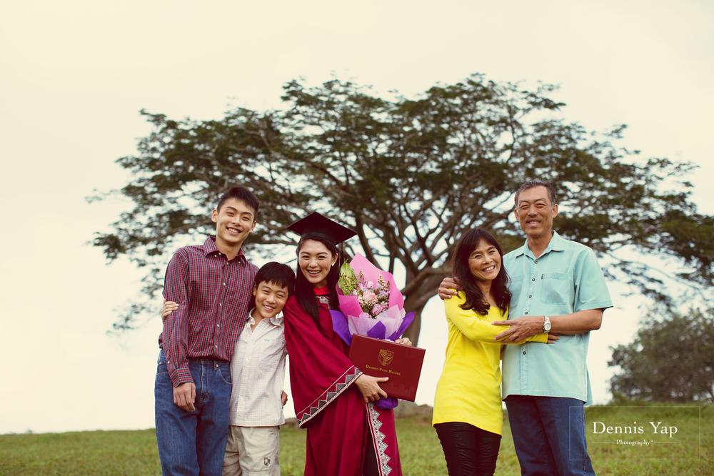 tieng wei graduation upm putrajaya family portrait graduation portrait dennis yap photography-1.jpg