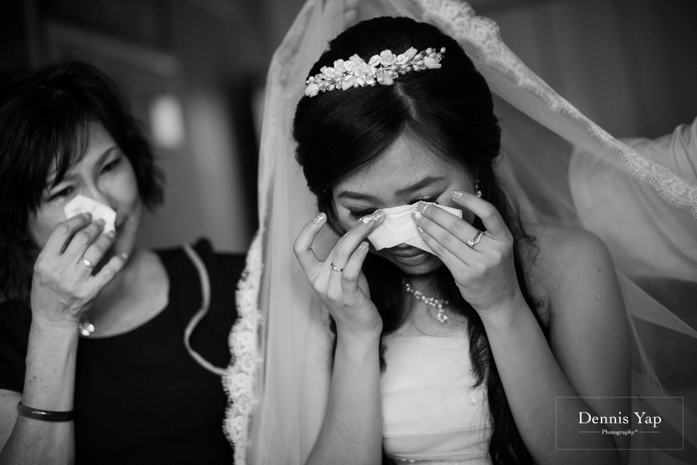 jake yu hwan melaka wedding gate crash by dennis yap photography elderly moments and emotions hugs-10.jpg