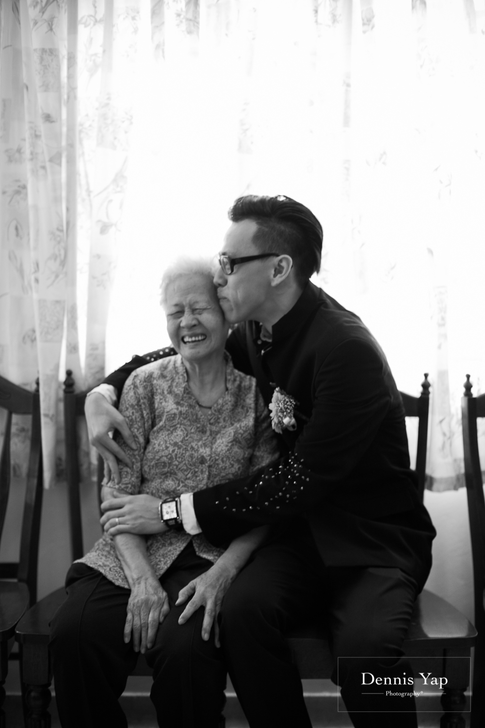 jake yu hwan melaka wedding gate crash by dennis yap photography elderly moments and emotions hugs-13.jpg