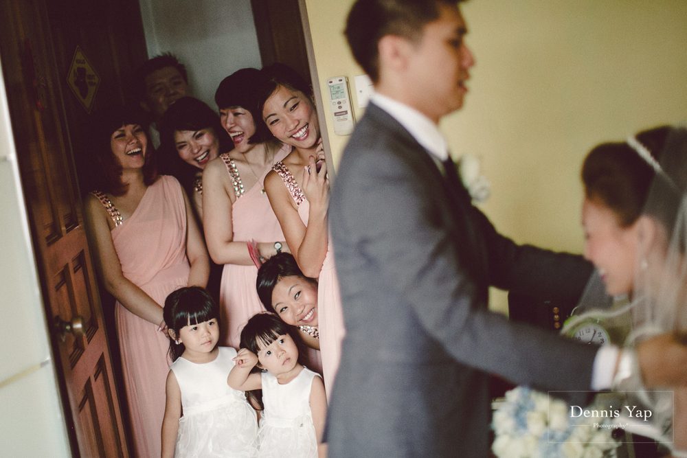 jonathan micaela wedding day church recemony in singapore at mary of the angels by dennis yap photography-5.jpg