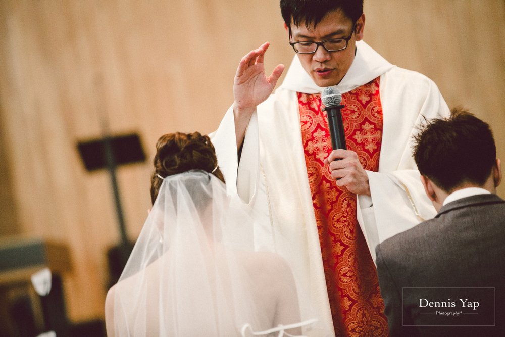 jonathan micaela wedding day church recemony in singapore at mary of the angels by dennis yap photography-25.jpg