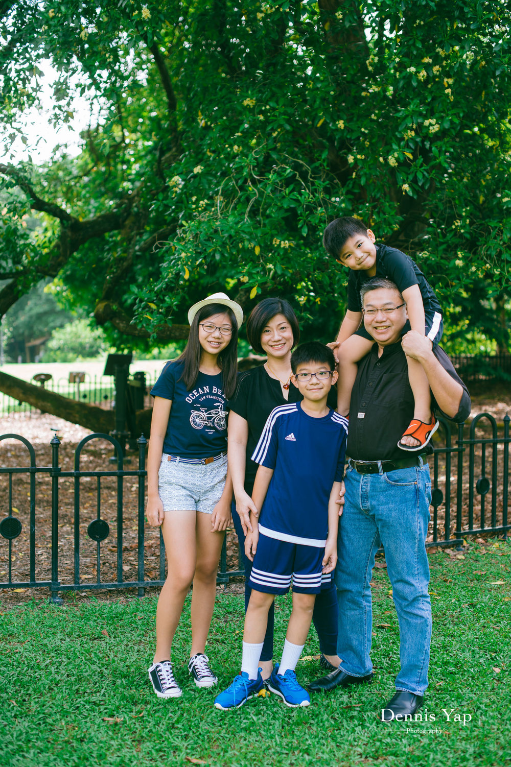 mai yin family portrait singapore botanical garden dennis yap photography malaysia-1.jpg