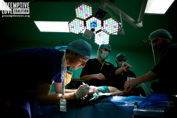 Anesthesiologists prep a child. Photo by Matt Willingham.
